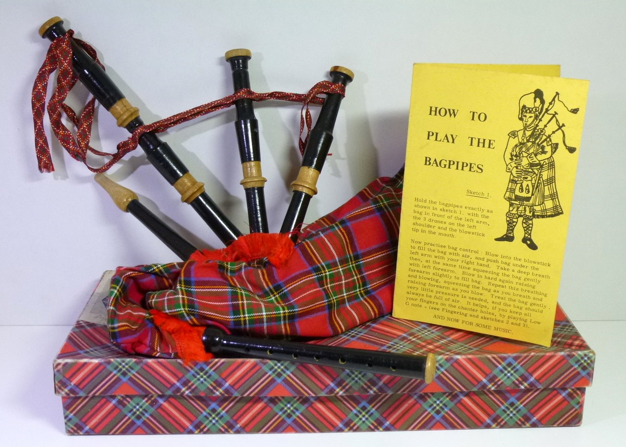 Vintage 1960's Junior Bagpipes / Kinder Doedelzak in Original Box !!